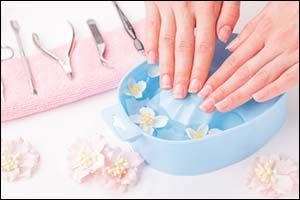 Shellac Manicure at the Salon